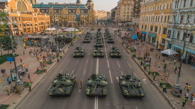 Гройсман і Парубій не підтримали скасування Зеленським параду на День Незалежності