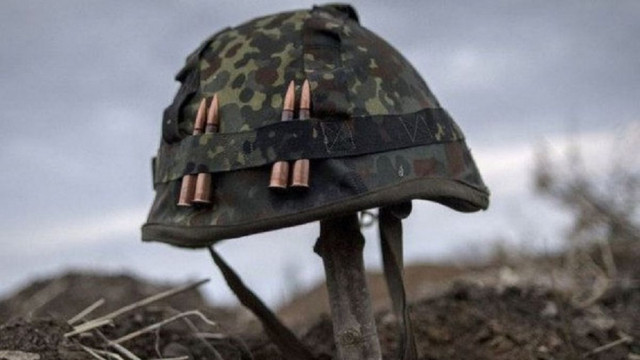 Внаслідок обстрілу вантажного автомобіля на Донбасі загинув український військовий