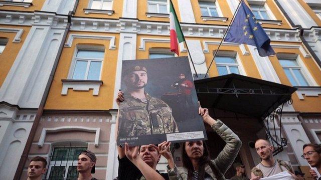 У Києві протестувальники пікетували посольство Італії з порожніми коробками з-під піци