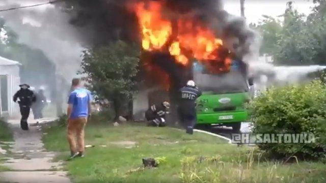 В Харкові на ходу загорілася маршрутка з пасажирами