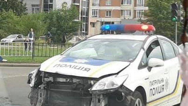 У Львові внаслідок ДТП патрульні розбили службовий автомобіль