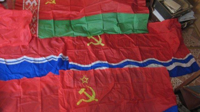 В Україні порушили справу проти жінки, яка продавала прапори республік СРСР в інтернеті