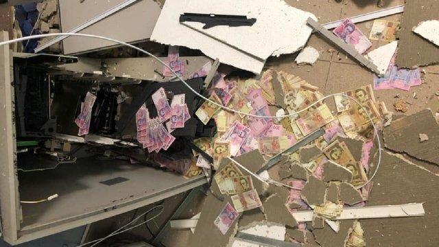 На Дніпропетровщині банда відпущеного під заставу рецидивіста підірвала банкомат