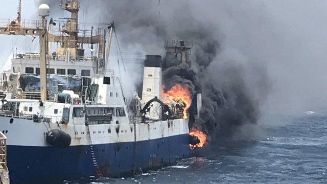 Поблизу Мавританії третю добу горить українське судно, один з членів екіпажу загинув