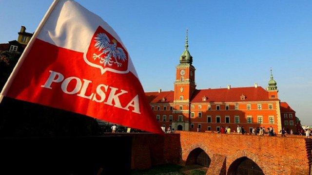 Влада Польщі дозволила молоді не сплачувати податок на доходи фізосіб