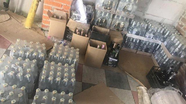 На Львівщині податківці ліквідували підпільний склад алкоголю