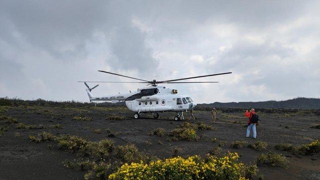 Український Мі-8 успішно доставив науковців на кратер найактивнішого вулкану Африки