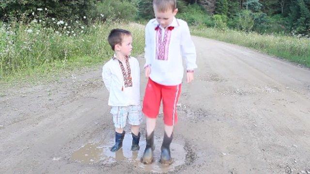 Священик УГКЦ зняв нове сатиричне відео про аварійну дорогу на Львівщині