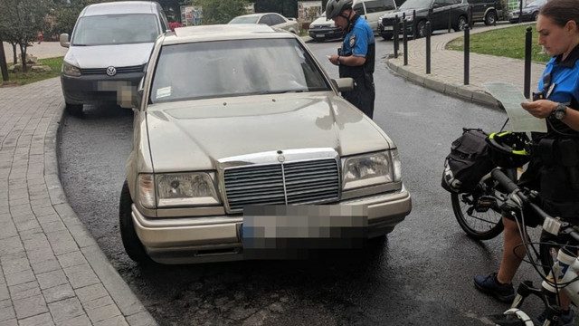 Поліцейські на велосипедах затримали у Львові нетверезого водія автомобіля