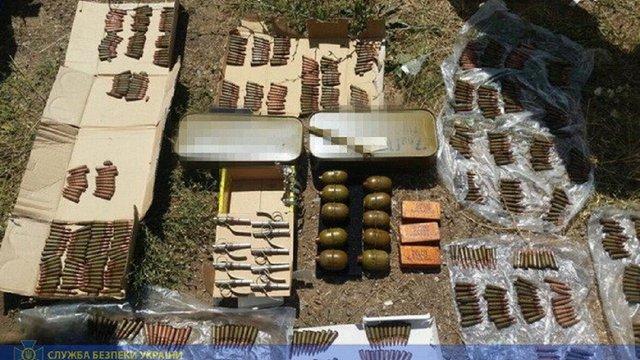 СБУ затримала трьох контрактників з контрабандою зброї у зоні ООС