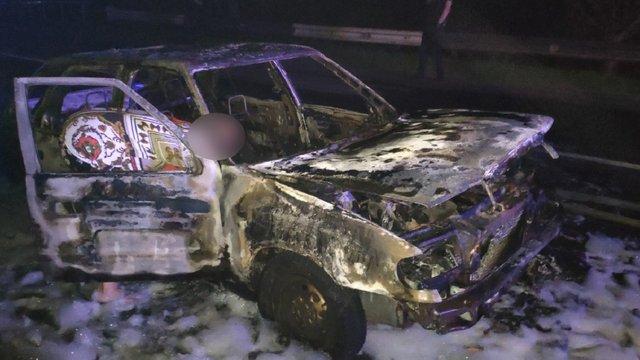 Вночі у Львові вщент згорів припаркований автомобіль