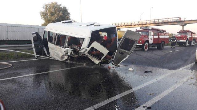 Двоє людей загинули в зіткненні автомобіля з мікроавтобусом на Київщині