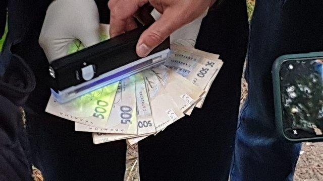На хабарі 15 тис. грн за сприяння контрабандистам затримали прикордонника