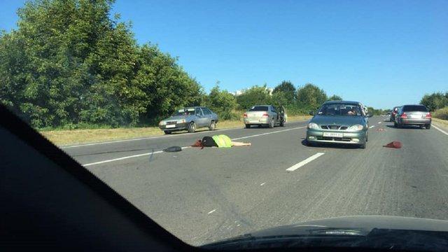 У Давидові поблизу Львова автомобіль на смерть збив молоду жінку