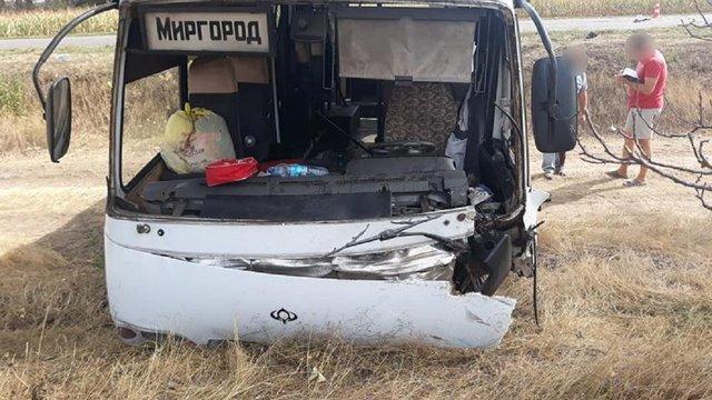 Троє людей загинули у зіткненні легковика з автобусом на Черкащині