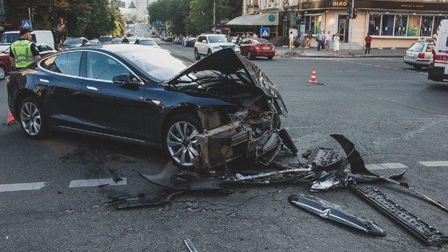 У центрі Києва позашляховик в'їхав у пішоходів, постраждали 6 людей