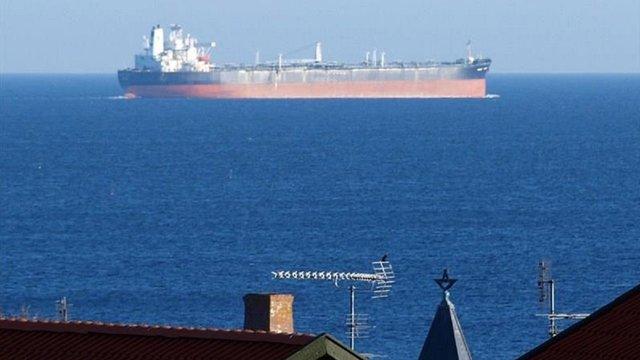 Двоє українських моряків отруїлися метиловим спиртом на судні в Чорному морі