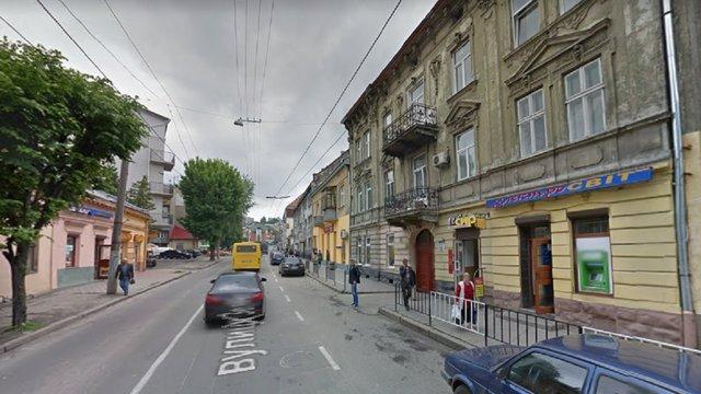 У житловому будинку біля «Львівводоканалу» п'яний чоловік підрізав 21-річного хлопця