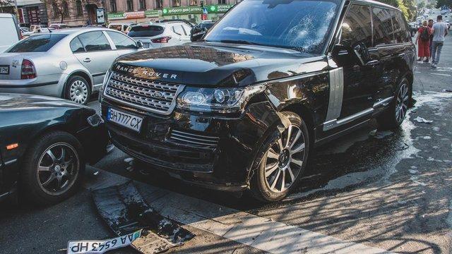 Автомобіль, який в'їхав у пішоходів у Києві, належить «власнику коней Януковича», – ЗМІ