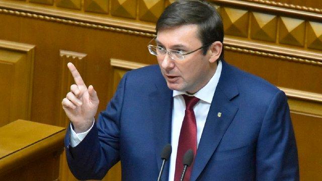 Окружний суд Києва просять заборонити Юрію Луценку виїзд за кордон