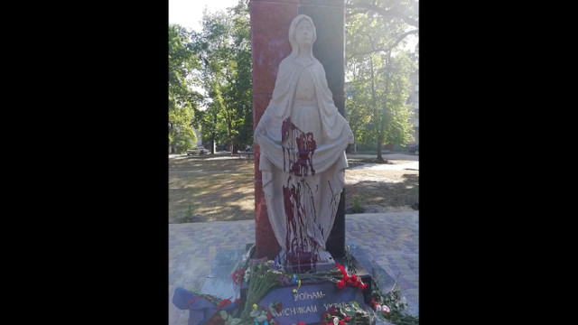 На Житомирщині вандали облили червоною фарбою Меморіал учасникам АТО