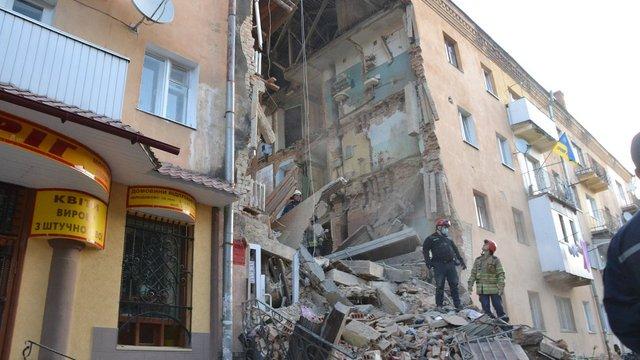 Після обвалу будинку у Дрогобичі жінку з двома дітьми госпіталізували до Львова