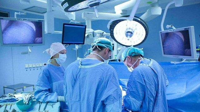 Львівські хірурги 11 годин поспіль рятували життя чоловіка зі Стрийщини