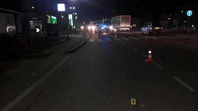 У Стрию мікроавтобус збив на тротуарі батька з двома дітьми