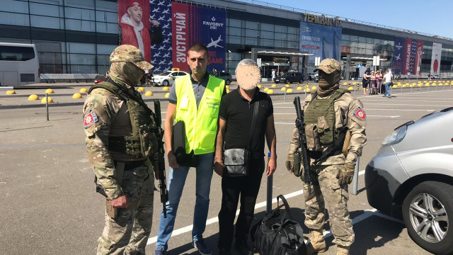 Поліція Закарпаття видворила з країни іноземного кримінального авторитета