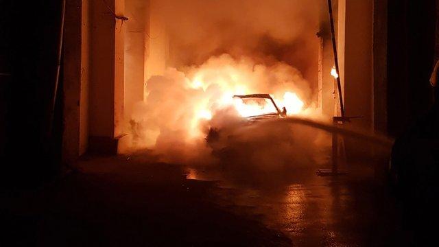Вночі у Києві невідомі спалили автомобіль невістки Валерїї Гонтаревої