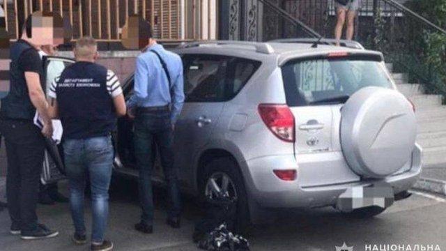 Начальника Полтавської митниці затримали на хабарі 4 тис. доларів