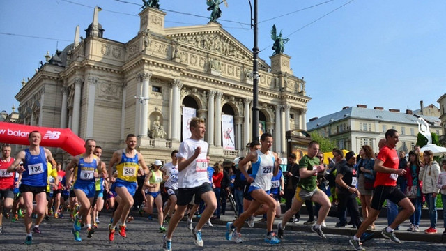 У неділю через змагання з триатлону частина Львова закрита для руху транспорту