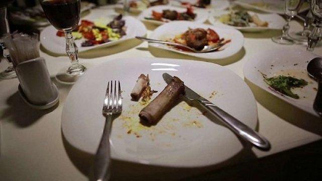 Під час перевірок у львівських ресторанах фахівці виявили порушення