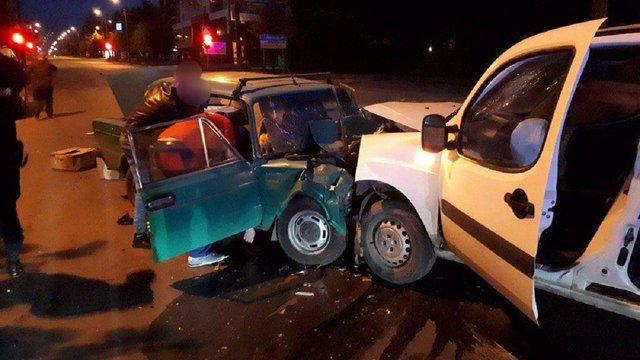Двоє людей загинули в ДТП у Чернівцях