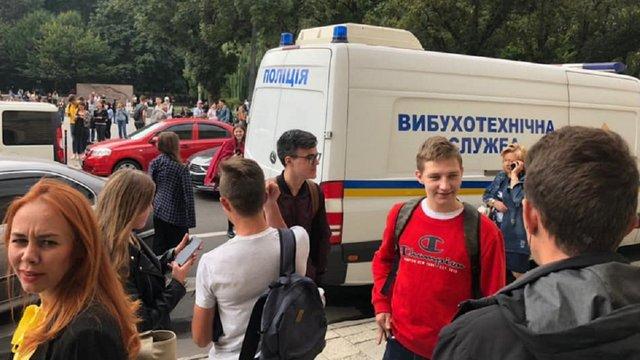 З двох львівських університетів і військової академії евакуйовують людей