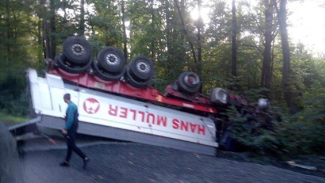 На трасі Львів-Луцьк трапилась ДТП за участі трьох вантажівок