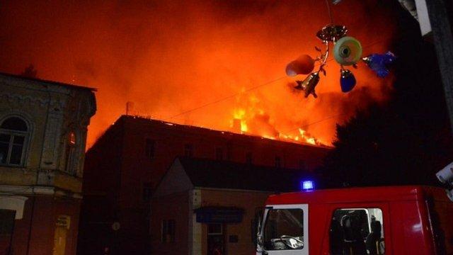 У військовому госпіталі в центрі Луцька сталася масштабна пожежа