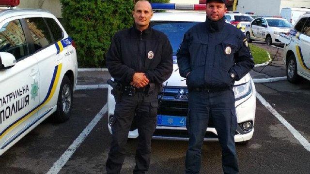 У Львові патрульні врятували 23-річного чоловіка, який хотів кинутися під потяг