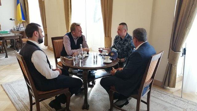 Мер Львова зустрівся зі звільненим з російського полону моряком Андрієм Оприском