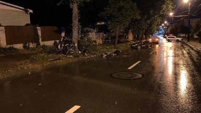 У Чернігові підліток на батьківському авто влетів у дерево, загинули четверо людей
