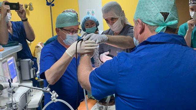Провідні отоларингологи Польщі та США консультували і оперували дітей у Львові