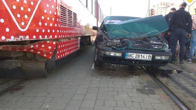 Через ДТП на Сихові трамваї №4 та №8 курсують за скороченим маршрутом