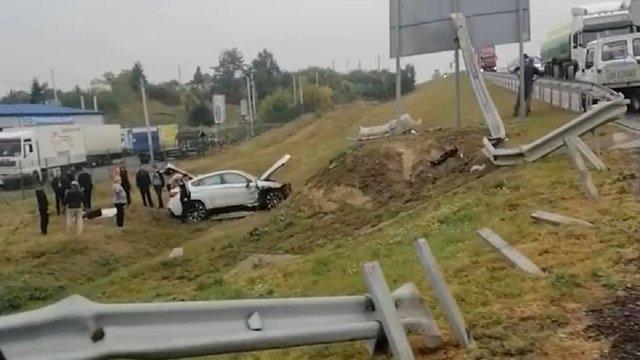 37-річний киянин на BMW X6 злетів з об'їзної дороги Львова