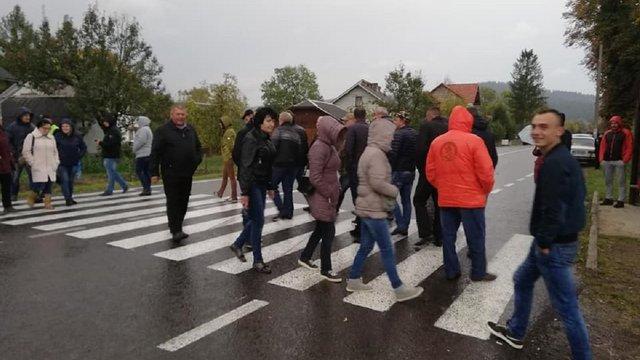 Cеляни перекрили трасу Старий Самбір - Турка з вимогою відремонтувати дорогу