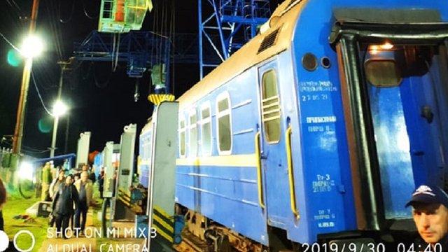 Поїзд Львів-Вроцлав зірвався з домкрата під час перестановки вагонів на вузькоколійку