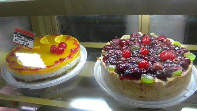 На Рівненщині 12 людей отруїлись солодощами з магазину