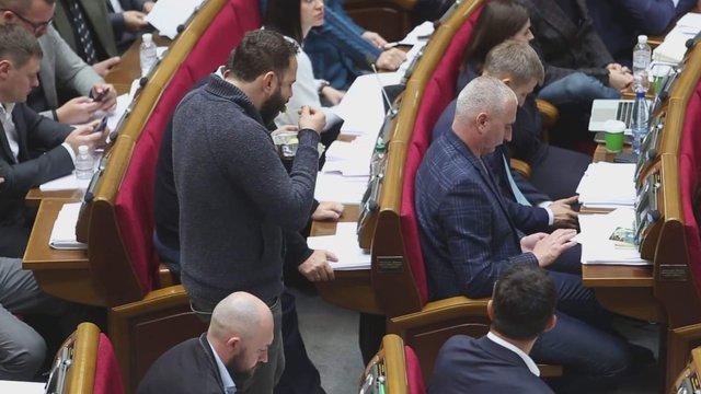 Разумков закликав депутатів «не задовольняти в сесійній залі фізіологічні потреби»