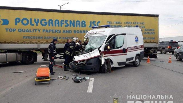 У Кам'янці-Подільському вантажівка врізалася в «швидку»