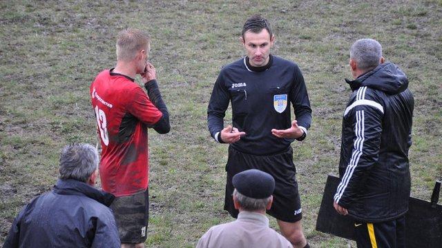 На Івано-Франківщині футбольний уболівальник побив суддю під час матчу