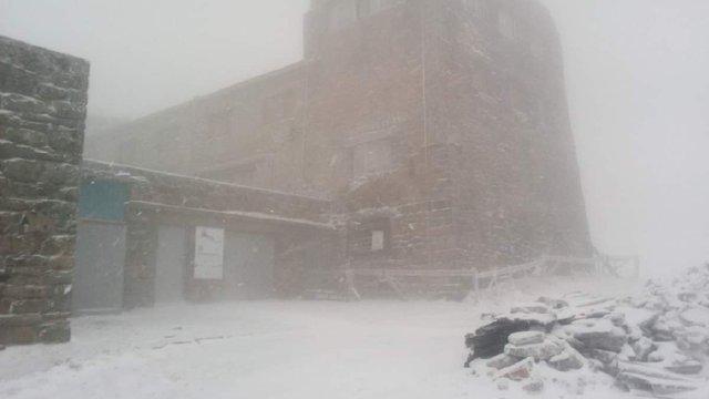 Рятувальники застерегли туристів від походів у Карпати через сильні сніги і похолодання